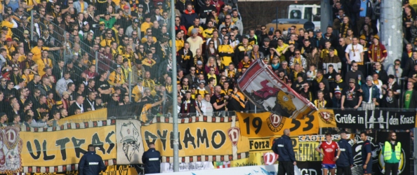 Fußball 2014-14 SpVgg Unterhaching 17 Dresden H Auswärtsblock. Foto: Robert M. Frank.
